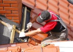Как правильно перекрыть крышу металлочерепицей своими руками?