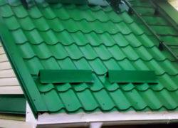 Зачем нужны снегозадержатели на крышу?