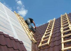 Последний этап обустройства крыши — монтаж конька на металлочерепицу