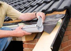 Правила монтажа водостоков для крыши